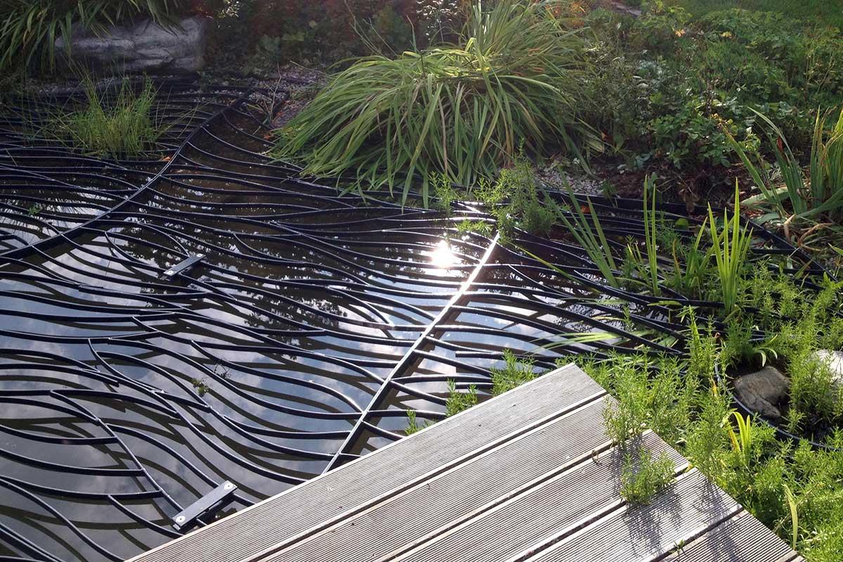 Runde Gartenbank mit Baum aus Stahl